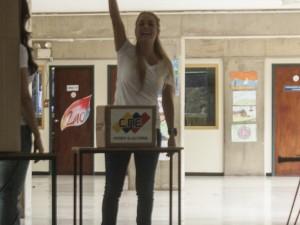 Lilian Tintori ejerció su derecho al voto en el Colegio el Ángel de Chuao