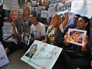 Lilian Tintori insta a Defensor del Pueblo a hacer respetar DDHH <br> de presos políticos