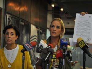 Ministerio Público otorga a Lilian Tintori medidas cautelares contra <br> coronel Viloria