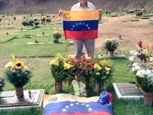 Padre de Robert Redman visitó a su hijo en el cementerio este 12F