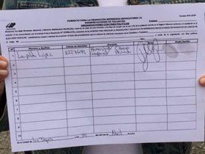 Leopoldo López firmó en Ramo Verde para revocar a Nicolás Maduro