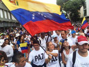 Esposas de presos políticos caminan en paz por la libertad de Venezuela