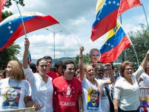 Mujeres venezolanas y estudiantes universitarios instan a la Iglesia Católica <br> a defender el revocatorio este 2016