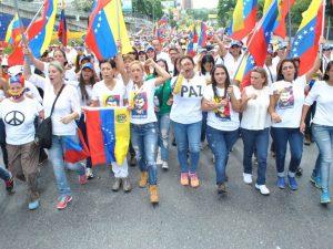 Venezolanos tomaron la autopista para exigir sus derechos y el cambio <br> político en el 2016