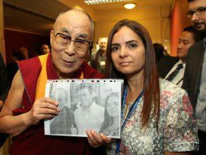 Dalai Lama reza por Leopoldo López y por Venezuela