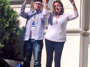 Rosmit Mantilla y Rosa Orozco se encadenan en la Nunciatura para exigir <br> liberación de los presos políticos