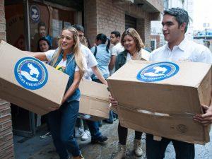 Luis Somaza y Lilian Tintori realizaron entrega de insumos <br> médicos a las Damas Salesianas en Baruta