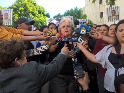 Ex magistrada Blanca Rosa de Mármol León junto a diputadas <br>y familiares de presos políticos, exigieron al TSJ cumplir con <br>medidas de libertad
