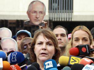 Mitzy de Ledezma: Fiscal usted es mujer y entenderá el horror que <br>vivimos en Maiquetía